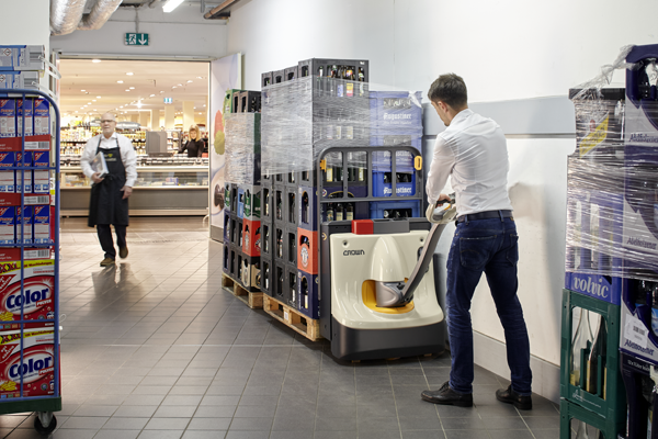 Crown Launches Low-Cost, High Performance European Electric Pallet Truck