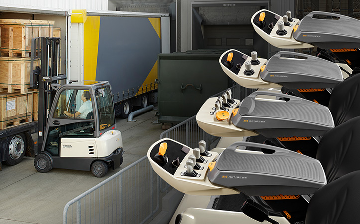 Crown forklifts equipped with D4 Armrest